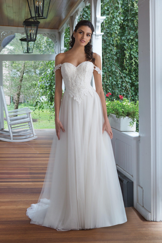 Perlenbesticktes Brautkleid mit Off-Shoulder Trägern  Sweetheart