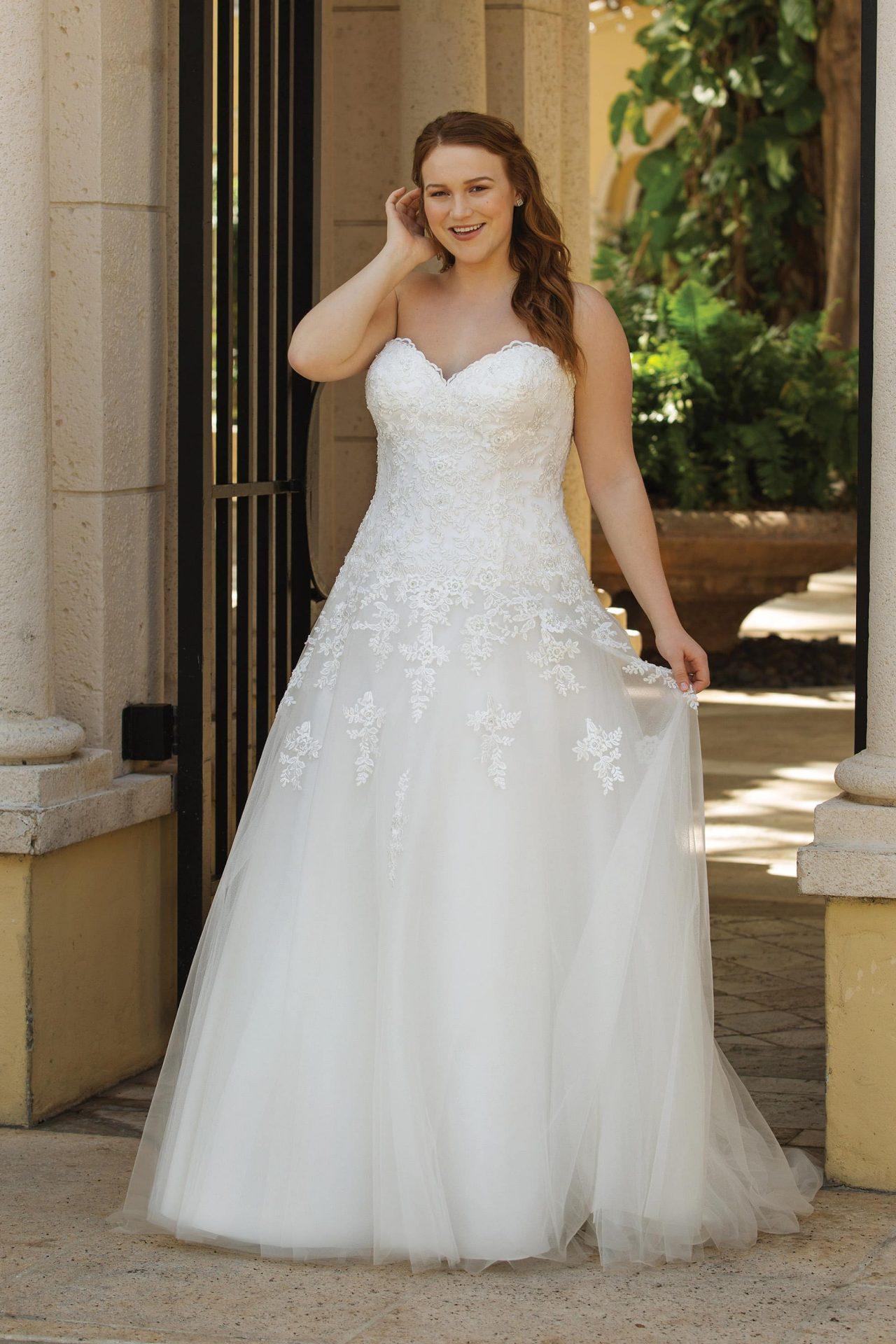 Trägerloses Brautkleid mit Herzauschnitt  Sincerity 10